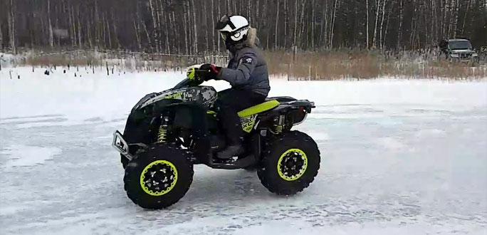 На лед Нарвского водохранилища можно выходить и на легких транспортных средствах