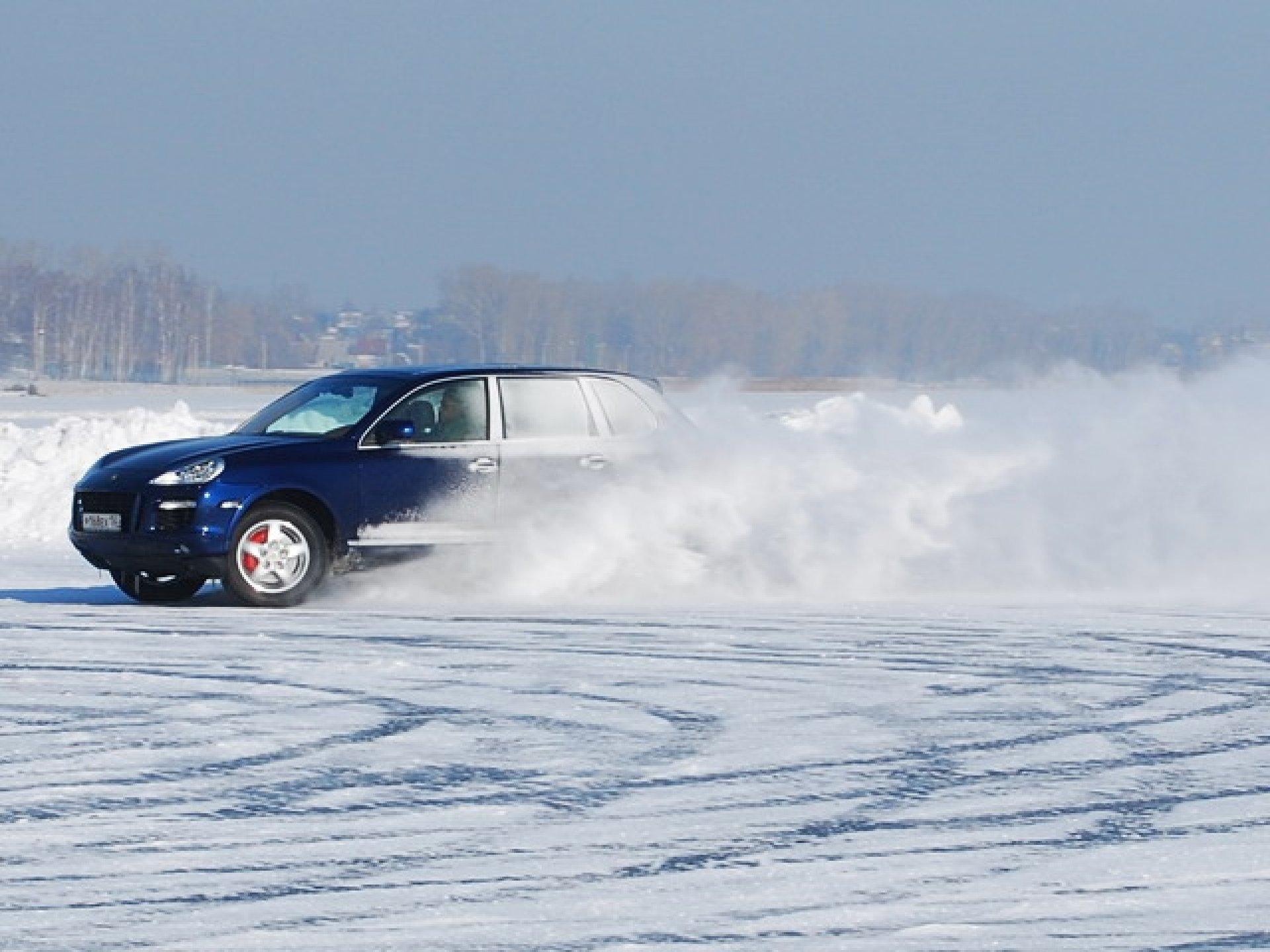 Трое пьяных мужчин по льду Псковского озера приехали в Эстонию