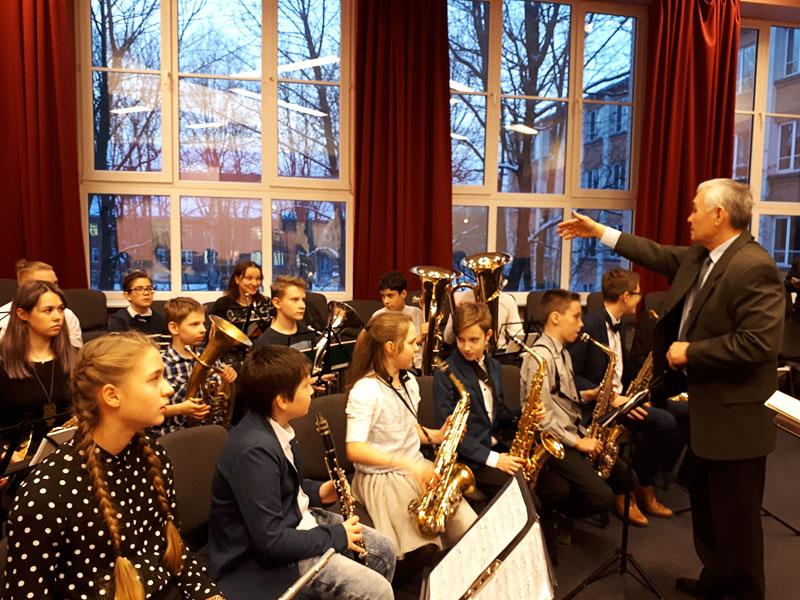 В Нарве играет духовой оркестр