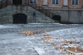 +Галерея. 25 марта 3000 свечей на Ратушной площади не зажглись