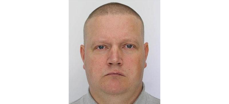 До сих пор не найден взявший оружие и пропавший полицейский
