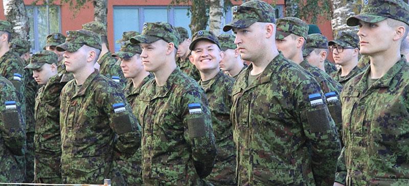Денежное довольствие военнослужащих будет поддерживаться на уровне, превышающем среднюю зарплату по Эстонии