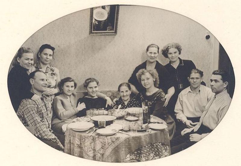"""Выставкой о праздниках в нашей жизни, Нарвский музей открывает выставочную серию """"Narva lood / Про Нарву"""""""