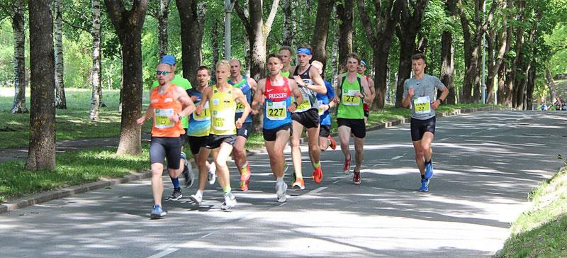 Профессионалы и любители бега состязались на нарвских трассах