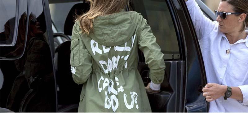 Мелания Трамп оскандалилась из-за надписи на плаще