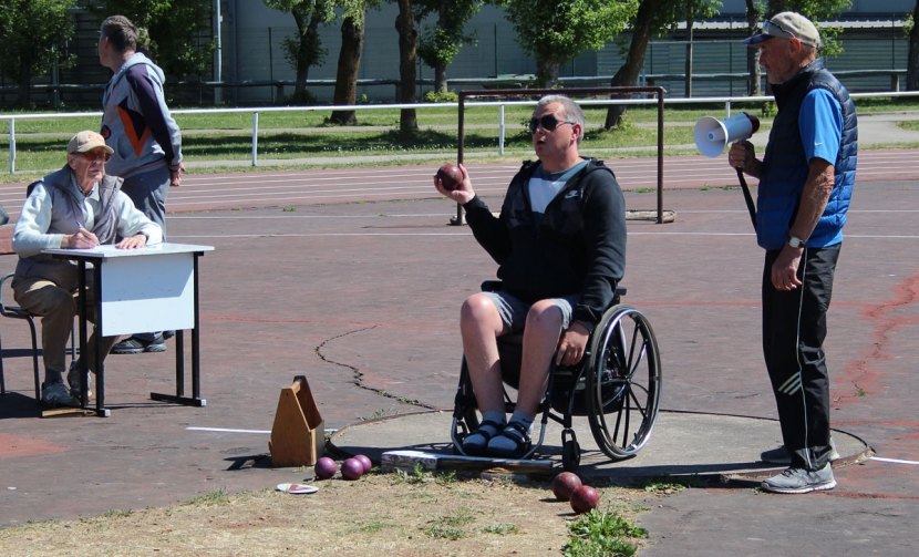Галерея. Спортсмены с особыми потребностями соревновались в троеборье