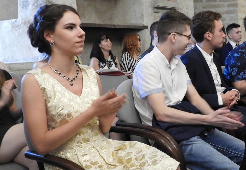 Галерея. Нарва чествовала своих лучших выпускников
