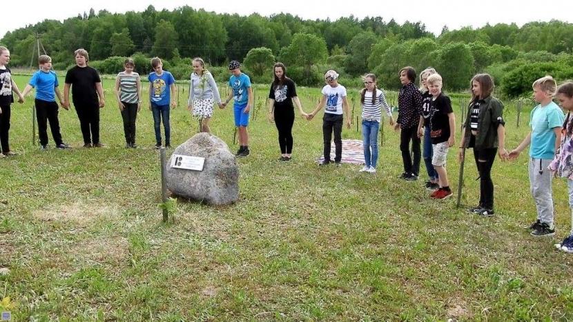 У Нарвской Эстонской гимназии теперь есть своя дубрава