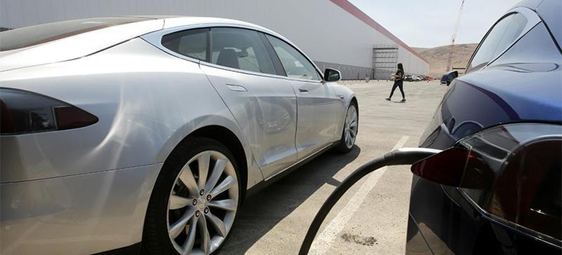 Илон Маск приказал прекратить тесты безопасности автомобилей Tesla