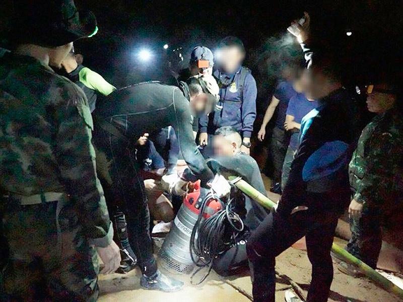 В Таиланде погиб дайвер, участвовавший в операции спасения школьников из пещеры