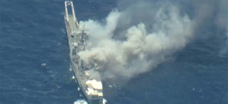 США, Япония и Австралия разбомбили корабль в Тихом океане