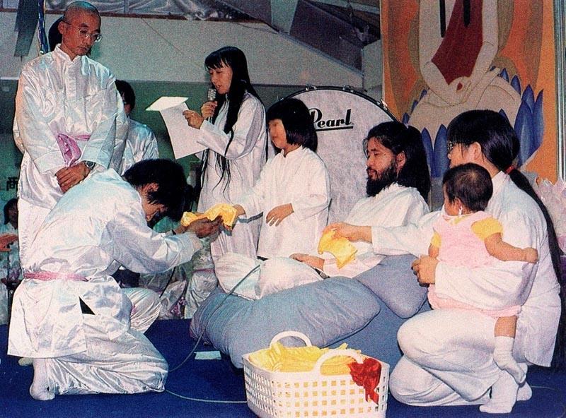 """В Японии казнили шестерых оставшихся руководителей секты """"Аум Синрикё"""""""