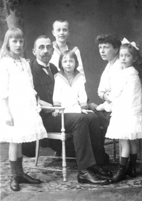 Разглядеть моменты истории сквозь летописание одной семьи