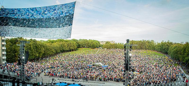 Летняя праздничная неделя ЭР100 продолжается концертами, спектаклями и походами