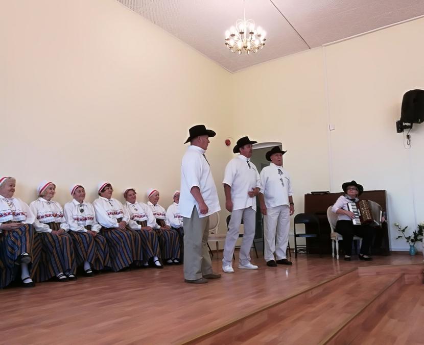 +Галерея. Президент спела вместе с нарвскими эстонцами