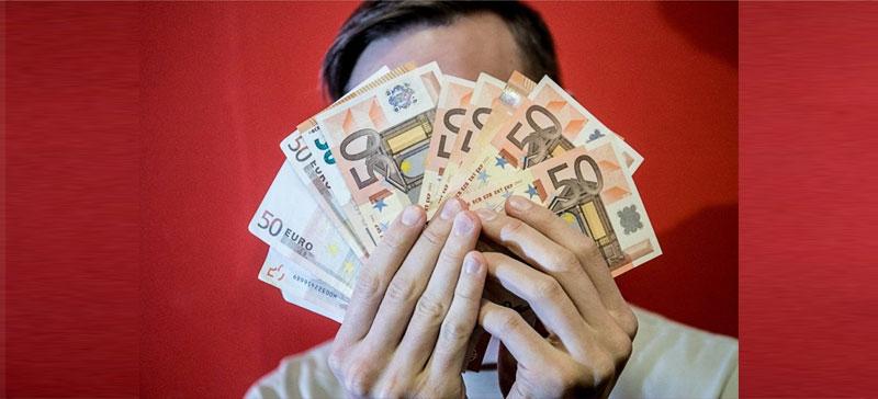 Работодатели одобрили повышение минимального оклада до 540 евро в месяц