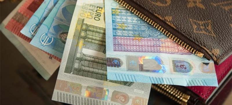 Минимальная зарплата в 2019 году вырастет до 540 евро