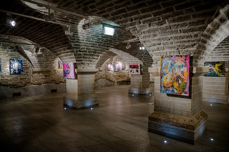 В галерее Нарвского колледжа ТУ открыта выставка живописи Bastor Studio «Прикосновение к вечности»
