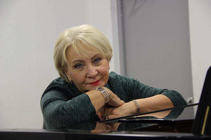 Директор Нарвской музыкальной школы удостоена стипендии имени Бруно Лукка