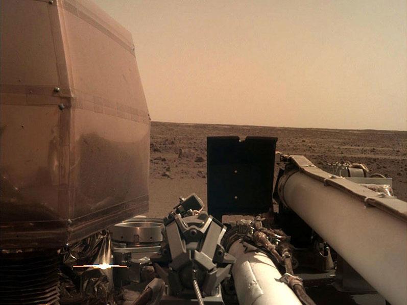 Исследовательский зонд NASA совершил успешную посадку на Марсе (ВИДЕО)