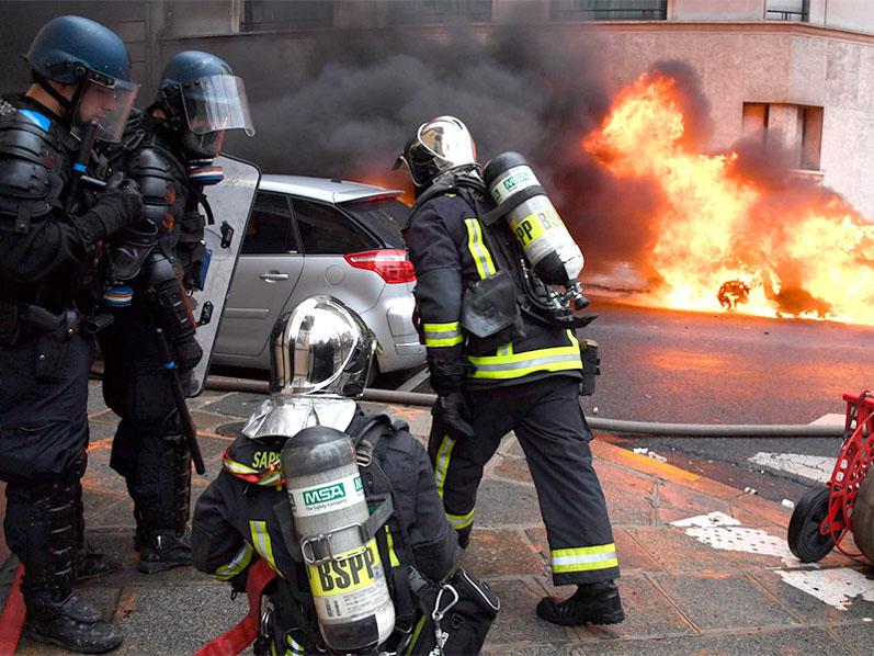 Французские власти могут ввести режим ЧП в связи с уличными беспорядками