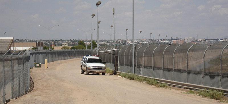 Правительство США готовится приостановить работу из-за споров по бюджету на стену от мигрантов