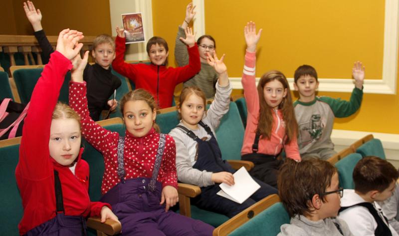 Ветераны Кохтла-Ярве пригласили на свой праздник детей из Питера
