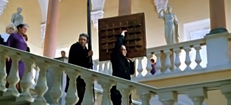 (Видео) Дерзкое похищение картины Куинджи из Третьяковки: все приняли вора за сотрудника, он спрятал шедевр на стройке