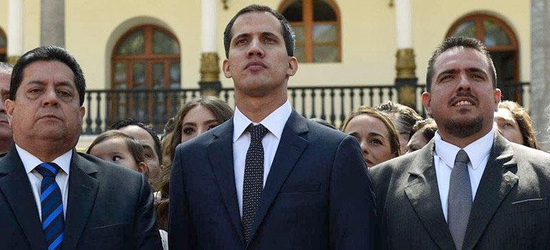"""Венесуэльская оппозиция """"осторожно"""" ведет переговоры с военными, чтобы отстранить Мадуро от власти"""