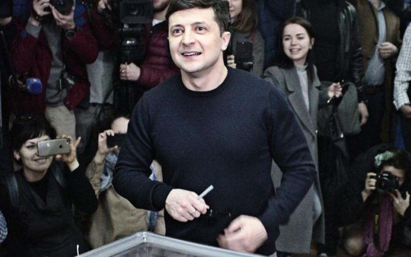 На украинских президентских выборах лидирует Зеленский, в Эстонии голосовали за Бойко
