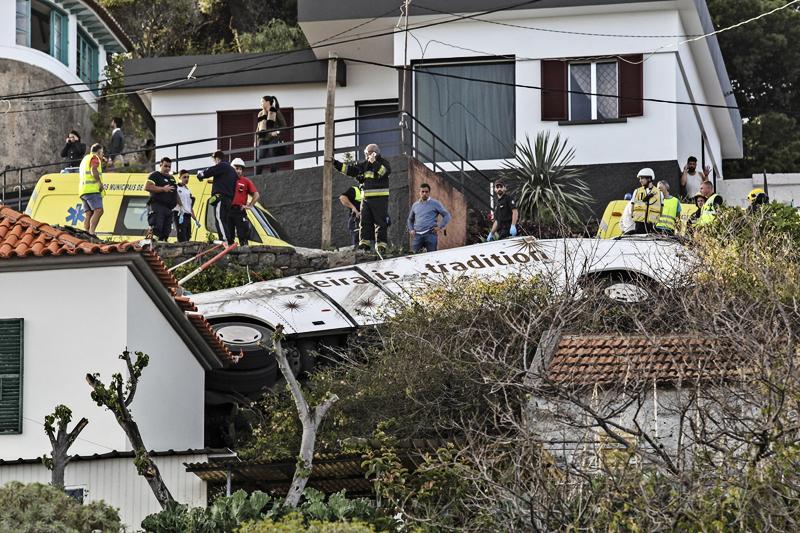 Автобус с немецкими туристами попал в аварию на Мадейре: 28 погибших