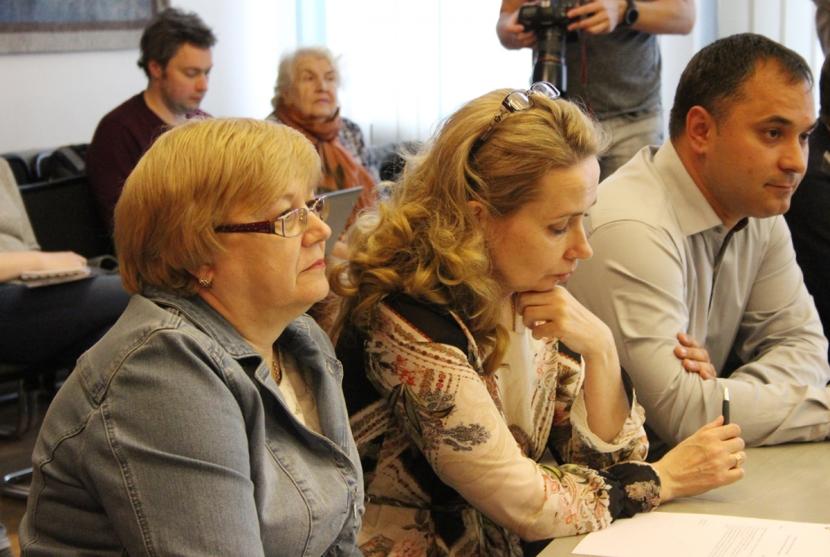 +Галерея. Смена власти в Нарве не состоялась: Ирина Янович и Алексей Евграфов продолжают возглавлять город