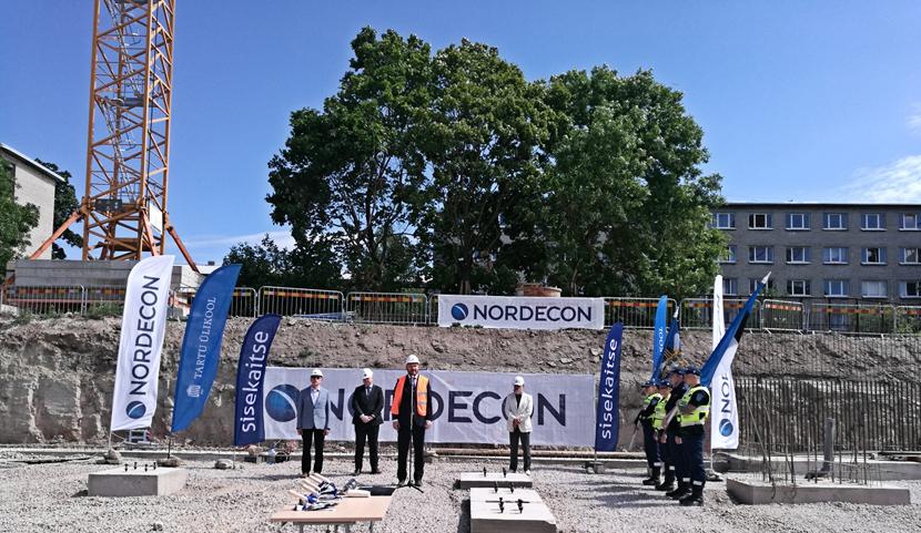+Галерея. Академия МВД, Тартуский университет и Nordecon AS во вторник заложили краеугольный камень учебного центра в Нарве