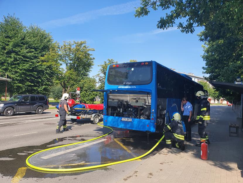 ДОПОЛНЕНО. В Нарве загорелся 31-й автобус