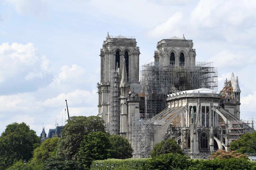 +ВИДЕО. В Париже из-за аномальной жары может обрушиться свод Нотр-Дама