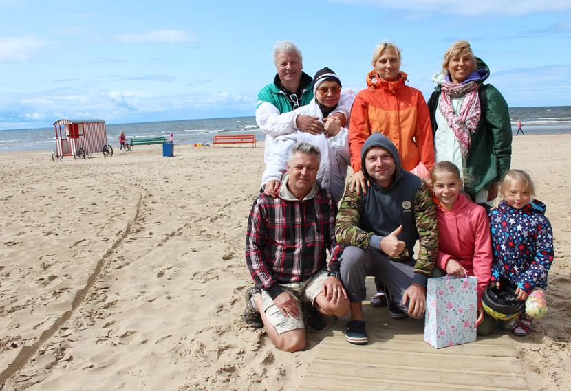 +Галерея. Герои сказок Пушкина «отдыхают» на пляже Нарва-Йыэсуу