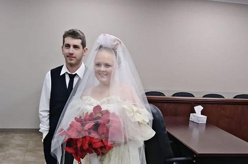 «Они не были женаты и пяти минут»: в США юные молодожены погибли сразу после свадебной церемонии