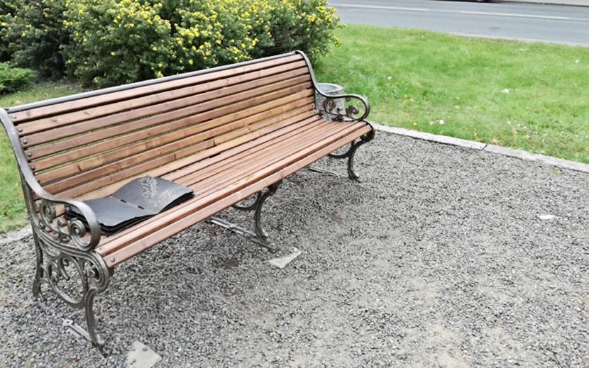 В Нарве со скамьи у памятника Пушкину украли цилиндр
