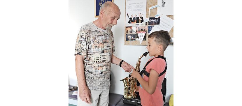 Больше всего учеников в НДДТ, а учителей — в музыкальной школе