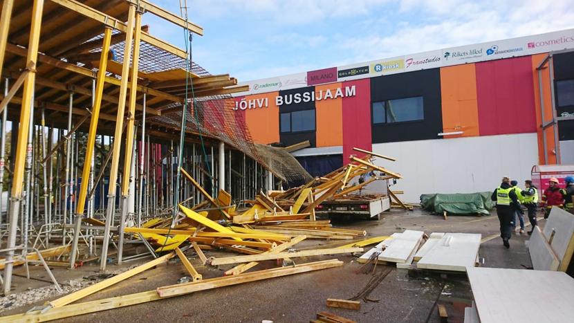 В Йыхви обрушилась крыша строящегося автовокзала, пострадало два рабочих