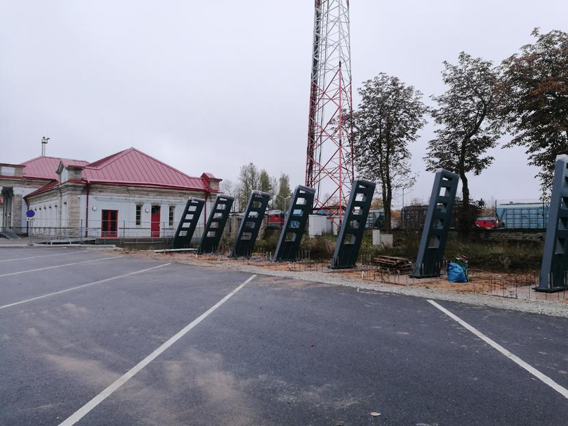 В Нарве начались строительные работы по возведению навеса над автобусным перроном