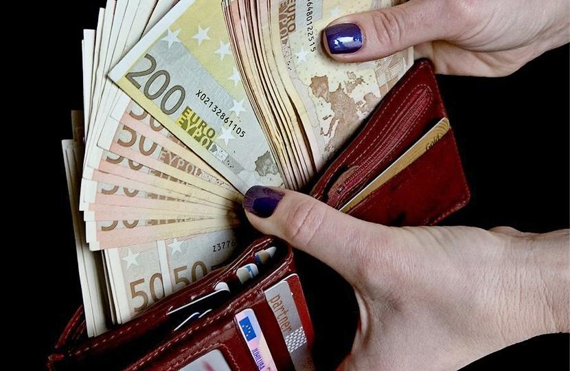 Центристская партия: минимальная зарплата должна вырасти до 40% от средней брутто-зарплаты