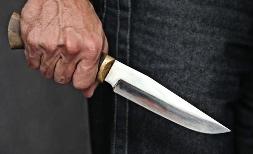 В Нарве задержали агрессивного мужчину с ножом