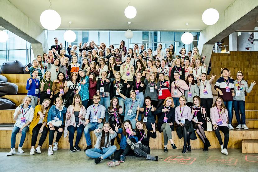 Telia и Eesti Energia обучили нарвских школьниц дизайну цифровой продукции