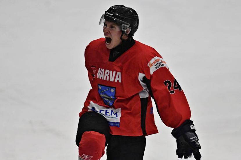 Нарвские хоккеисты выиграли у тартусцев и поднялись на первую строчку турнирной таблицы