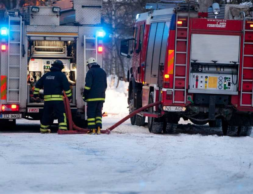 Пожар в социальном доме Кохтла-Ярве вызвал панику. Охранника на месте не было, погиб один человек