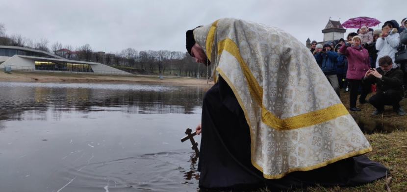 ВИДЕО И ФОТО: В Нарве прошли крещенские купания. Представители власти и известные нарвитяне отсутствовали