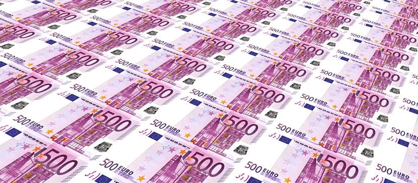 Задержанному на нарвской границе с более чем 130 000 евро в носках гражданину РФ дали полгода условно и конфисковали деньги
