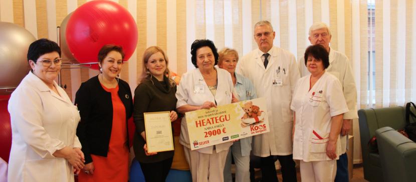 Нарвской больнице вручили чек на 2 900 евро. Спасибо нарвским Selver и покупателям магазинов