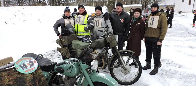ФОТО: Клуб Classic Riders провел в Нарве зимний фестиваль и выставку старинных мотоциклов